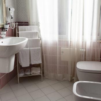 Camera Matrimoniale con Balcone 5 City Garden Guest House Olbia 7